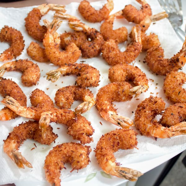 This deep fried shrimp recipe has a crispy breading of panko and coconut. The Thai mayo has tang from lime juice and heat from sriracha sauce and is the perfect dip for these delicious shrimp.