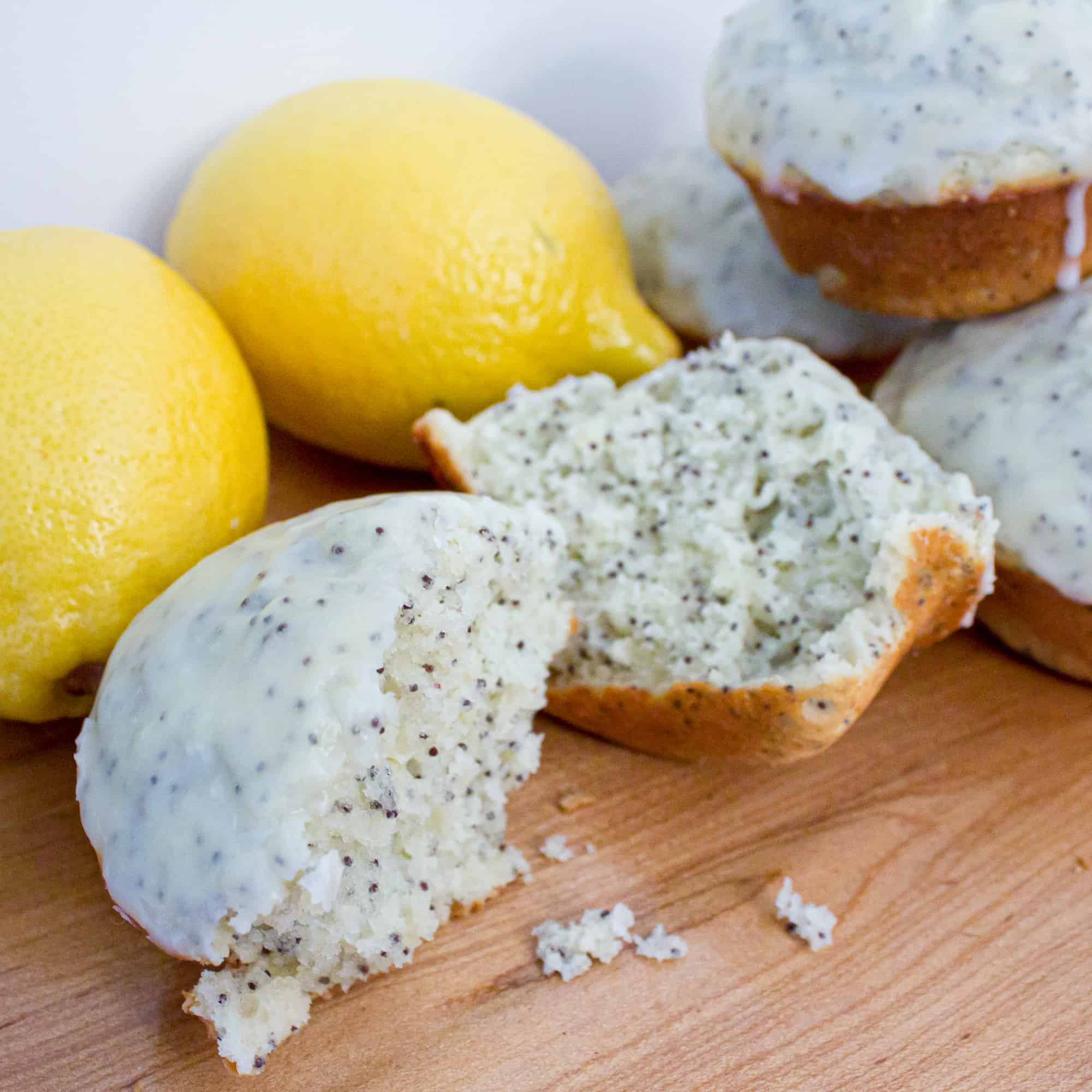 An easy to make muffin recipe that is moist and full of lemon flavour. Very similar and copycat to the Starbucks lemon poppy seed loaf.