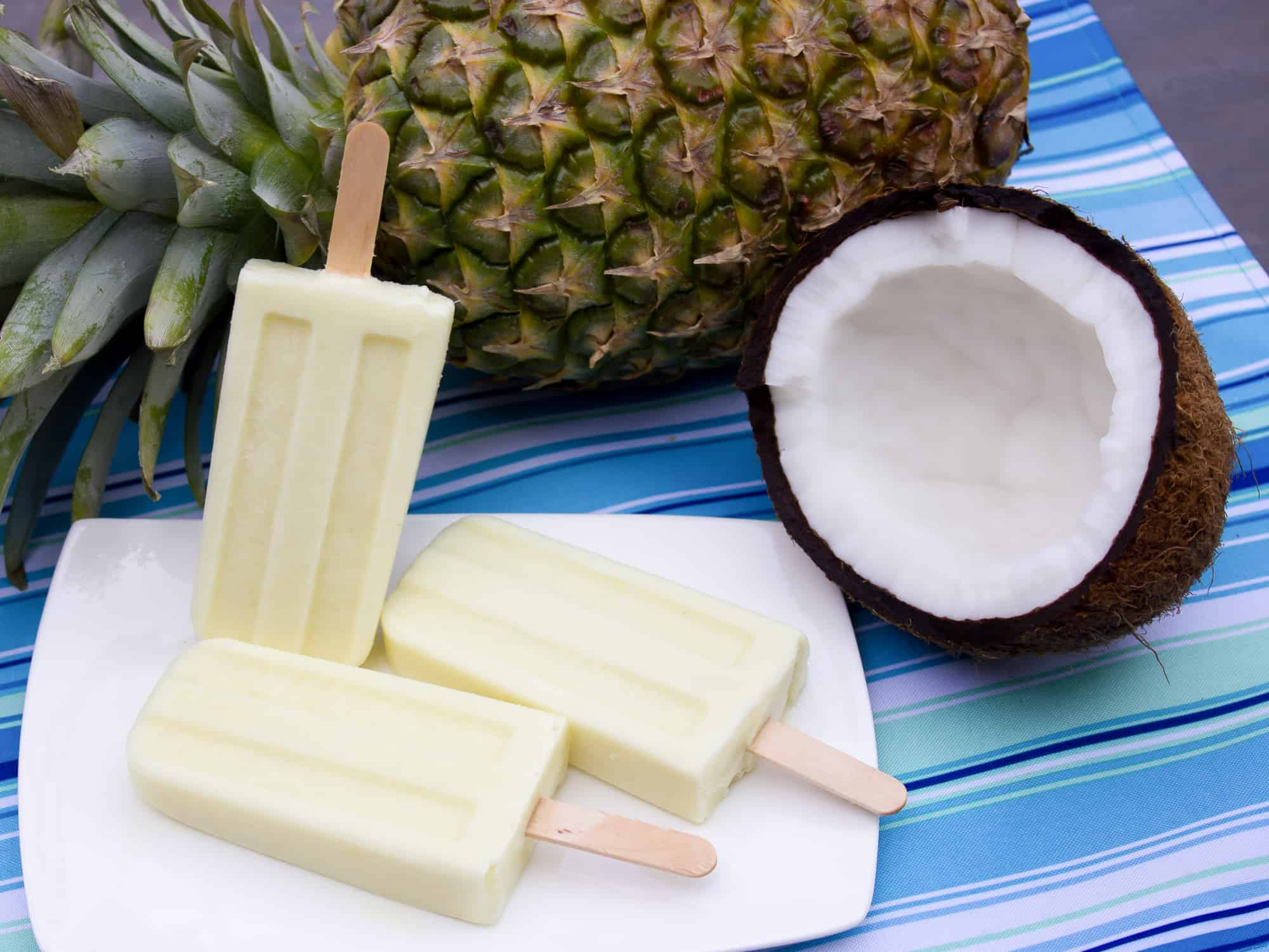 Frozen popsicles with pineapple coconut and rum extract
