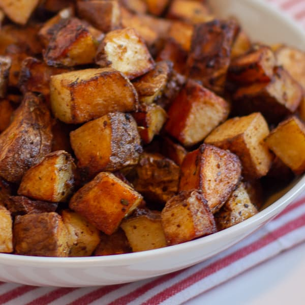Simple instructions and recipe for how to make roasted potatoes with a tex-mex seasoning. Crispy on the outside but soft and fluffy on the inside, these potatoes are similar to french fries or hash browns.