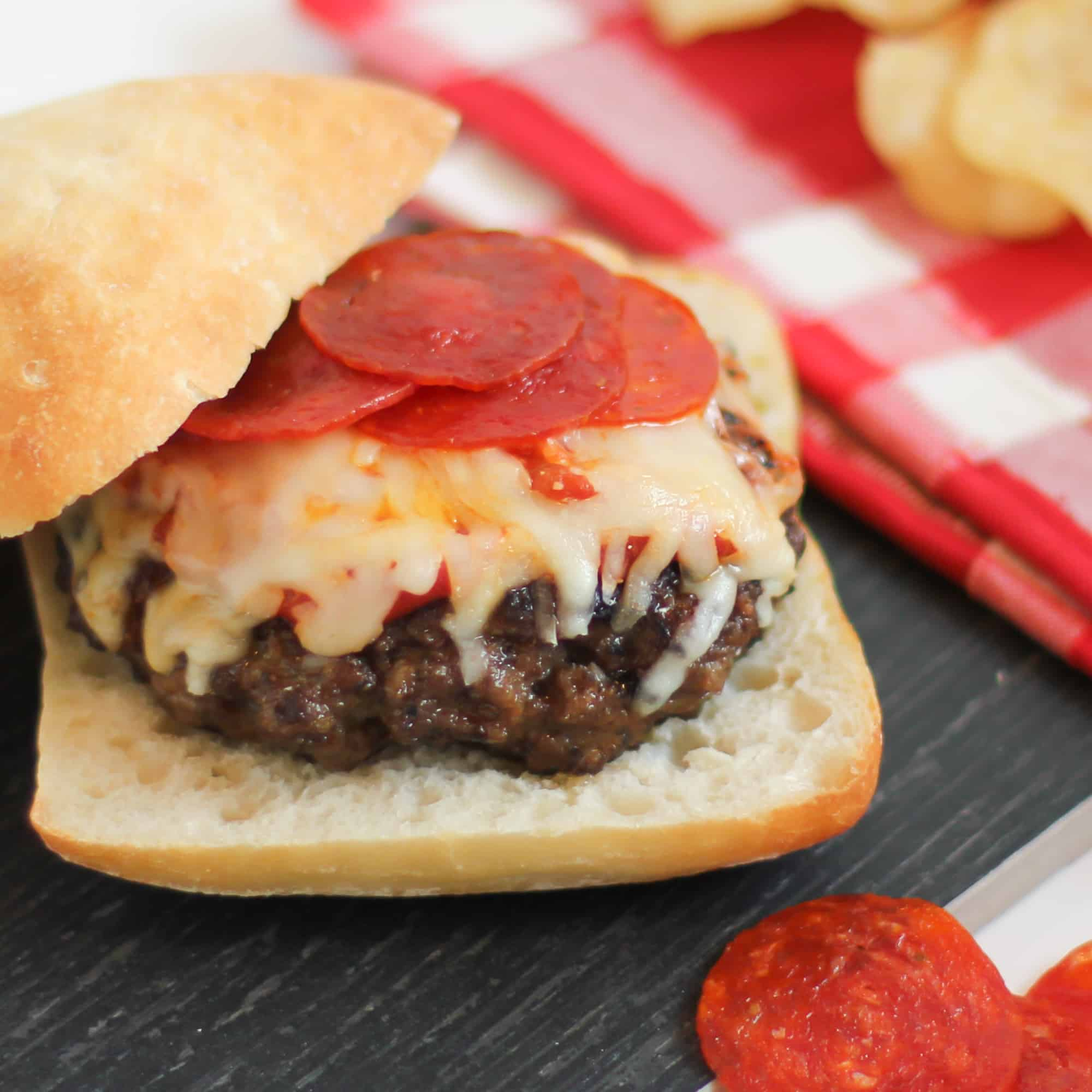 Fresh homemade burger with Italian pizzeria flavours.