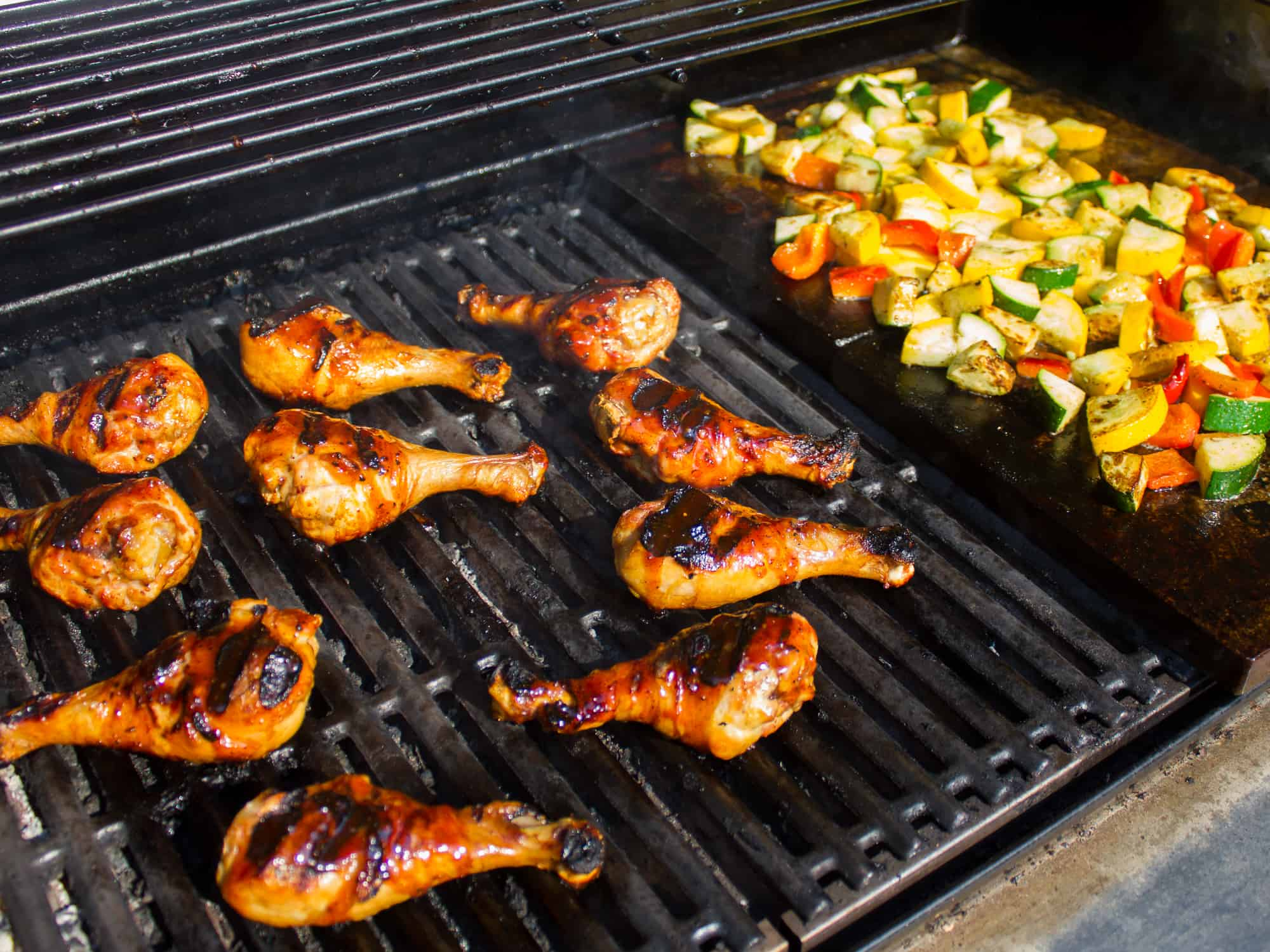 Grilled properly, chicken drumsticks are delicious and tender, with crispy, sticky and saucy skin. Here are some simple suggestions for grilling drumsticks.
