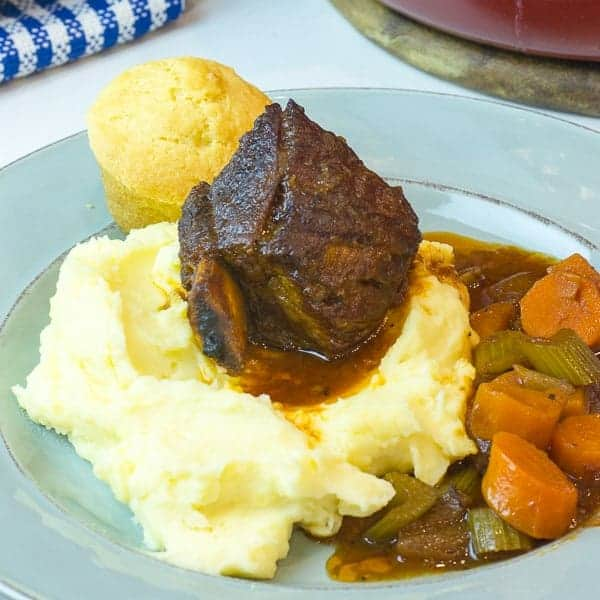 How to make braised beef short ribs with red wine and broth.