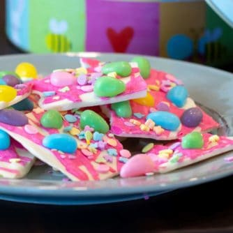 White chocolate bark with a holiday Easter theme. Sweet dessert treat made with white chocolate candy melts, jelly beans and sprinkles.