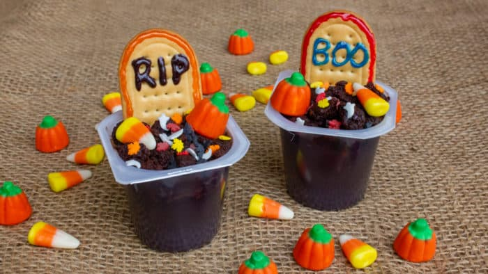 These Halloween pudding cup graveyard treats are the perfect single serving dessert for Halloween. This recipe is very easy to make with Jello Pudding cups.
