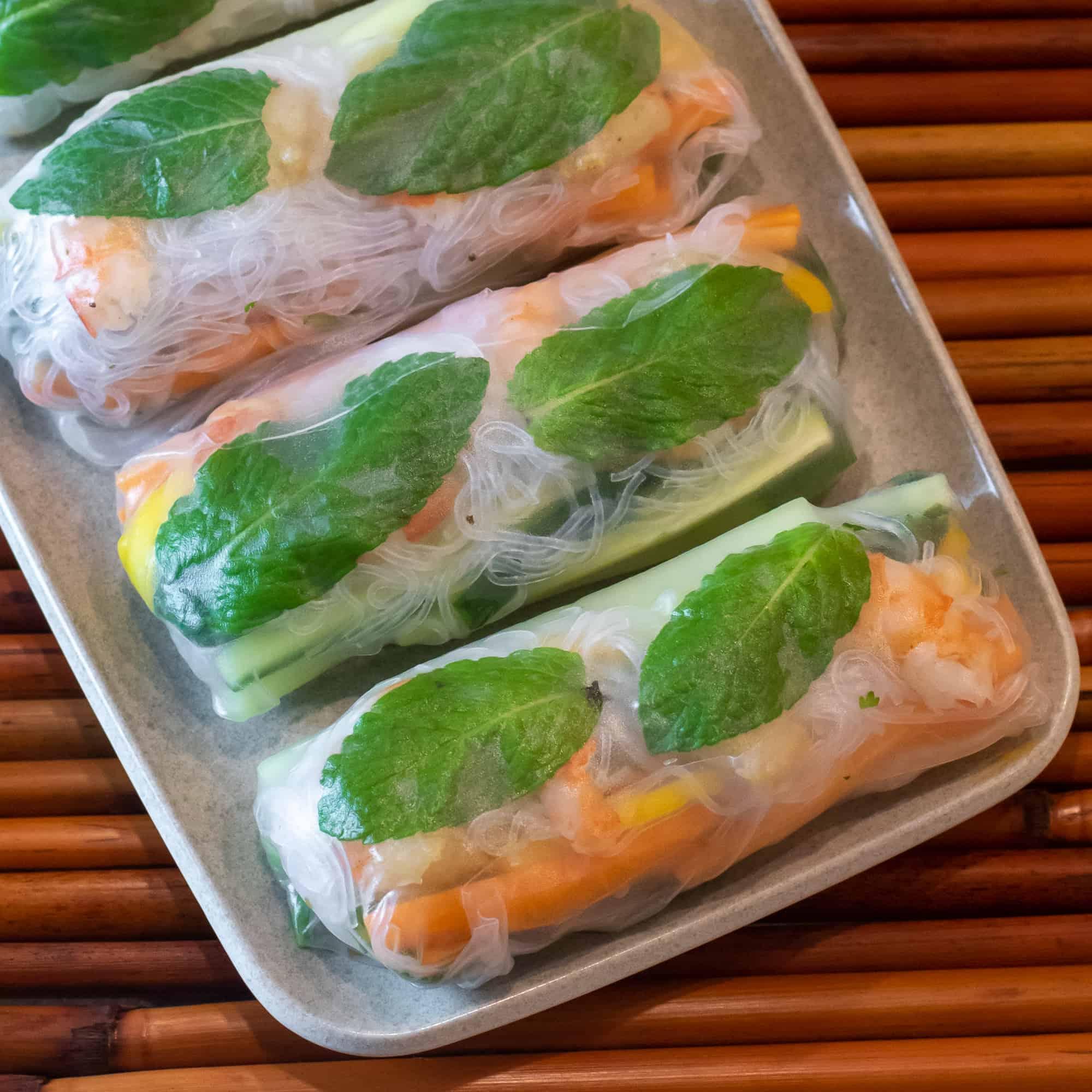 Overhead picture of Vietnamese spring rolls.