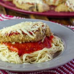 Close up picture of a plate of chicken parmesan.